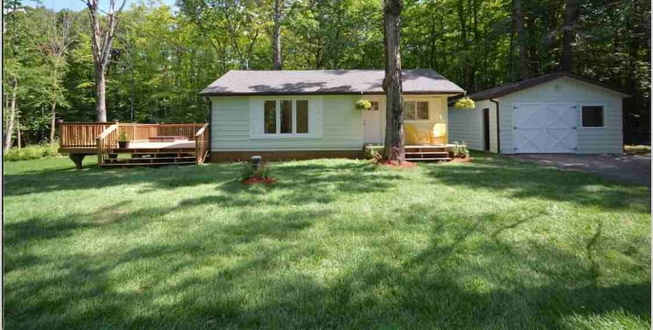Isolate in private quiet Cottage with newer HotTub