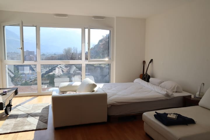 Exclusive modern white cosy Appartment with view