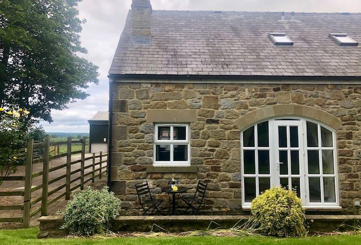 The Brambles, cosy farm cottage and 300 alpacas!