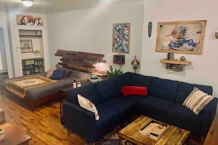 Large Studio Loft Centrally Located