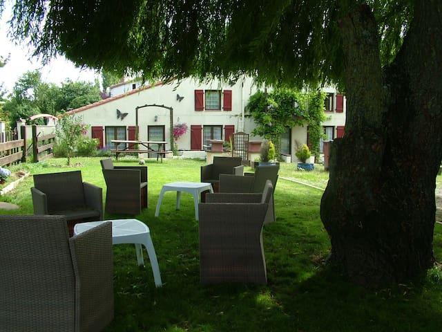 Saint-Juire-Champgillon的民宿