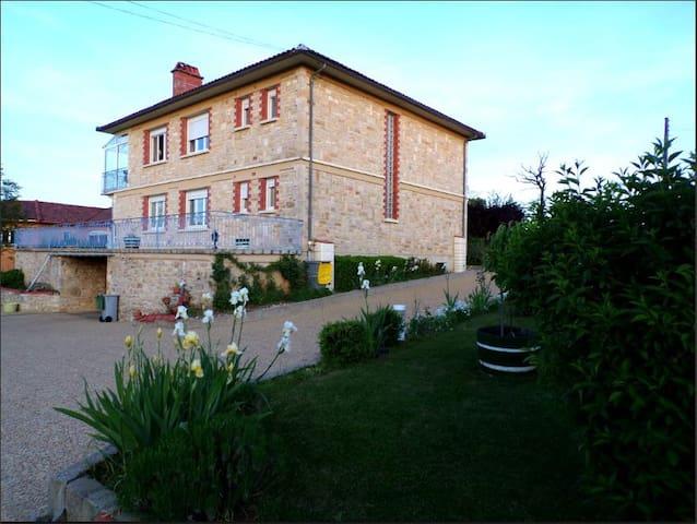 Toulonjac的民宿