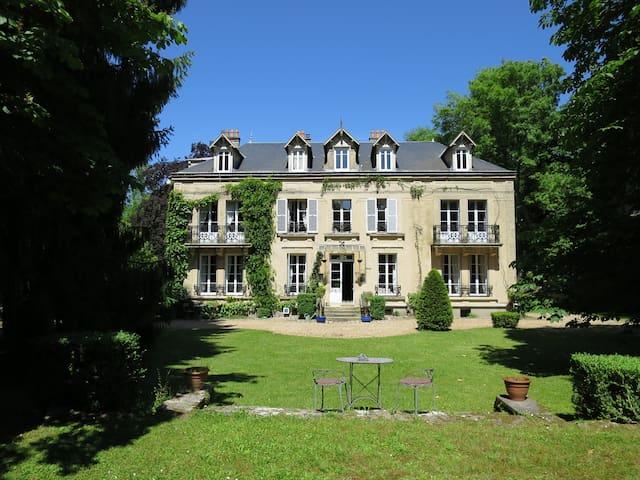 10 BR Luxury House Paris Versailles for 29 guests