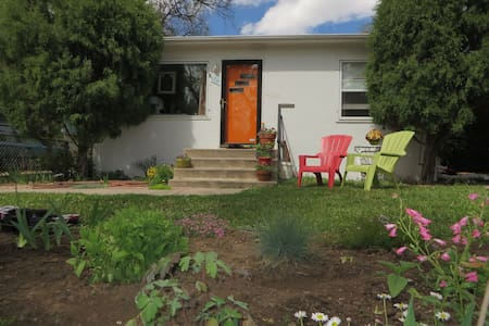 Mid-Century Charmer in Old Colorado City