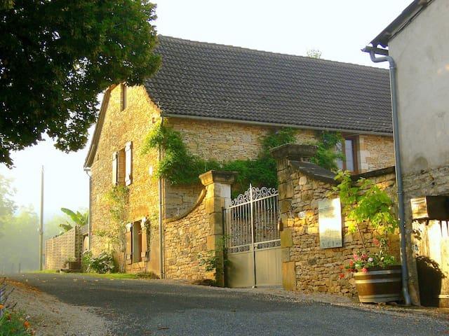 Dordogne stone cottage built 1867