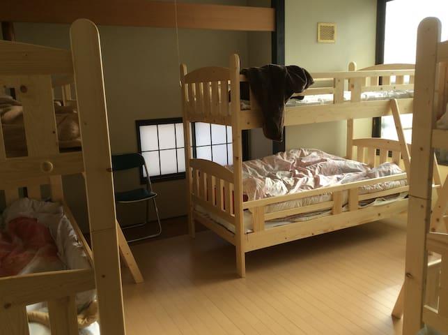 洋間貸し切りプラン!4人部屋!宿泊料金が安くて、少し大きいお部屋です。