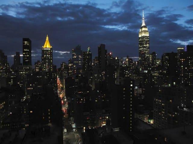 LuxComfort Midtown - Skyline Views, Doorman, Clean