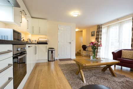 LUXURY MODERN 1 BED APARTMENTWITH FREE PARKING