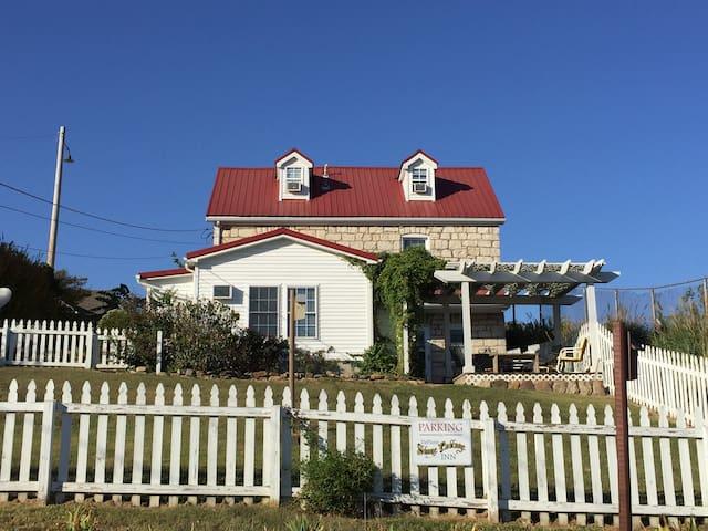 The DeFlorin Stone Cottage Inn, So Many Amenities!