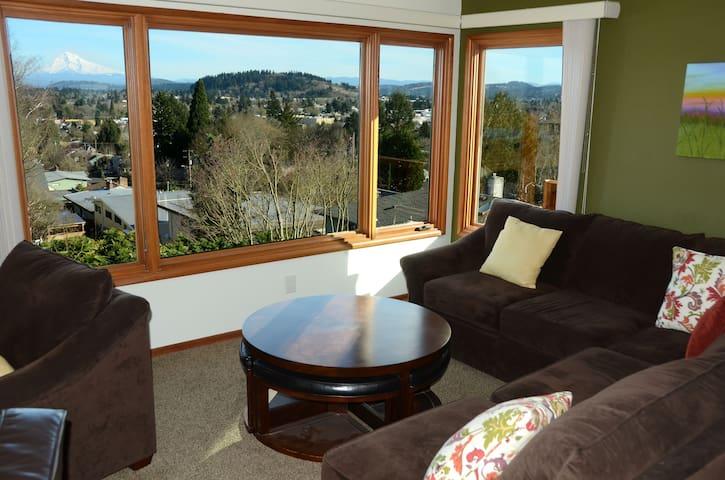 Sunny 2BR Mt Tabor home★ Hood View★Montavilla Walk