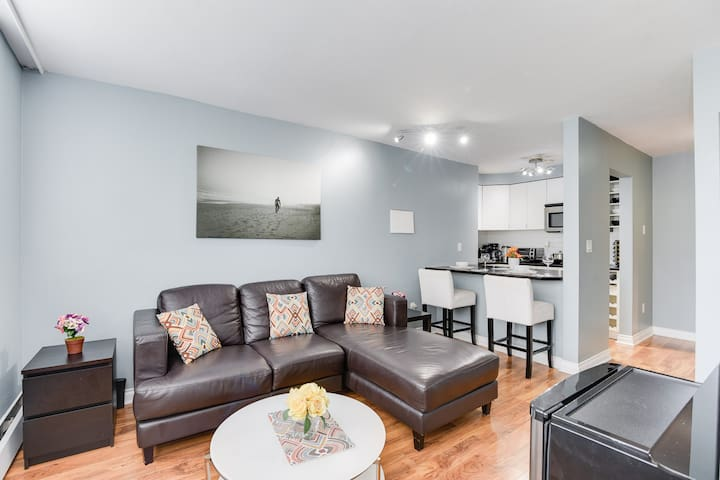 1BR in West End / near English Bay + FREE parking