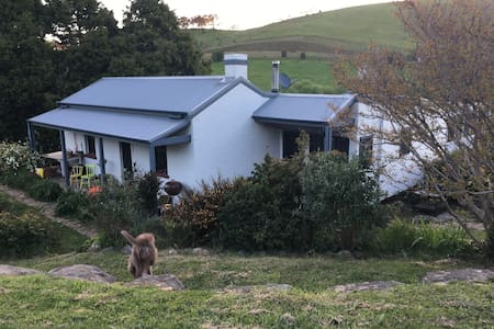 Carcoar River Cottage and Artists Residence