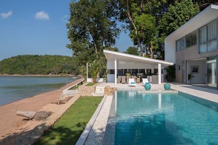BEACH Front Brand NEW 3BR Luxury Villa