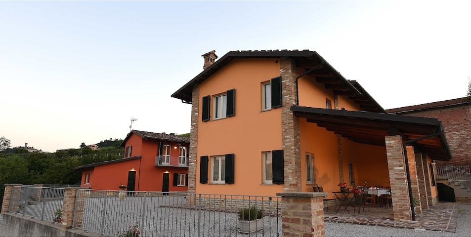 Castiglione Falletto的民宿