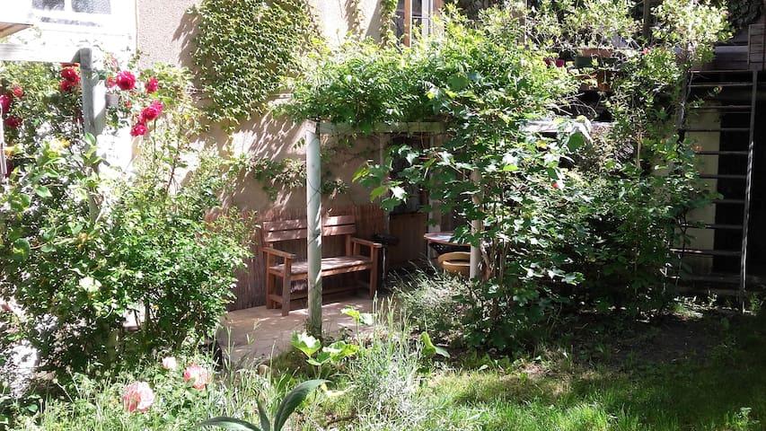 Studio en rez de jardin centre ville de Millau