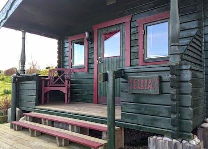 Cedar Cabin Bed & Breakfast, Brownieside