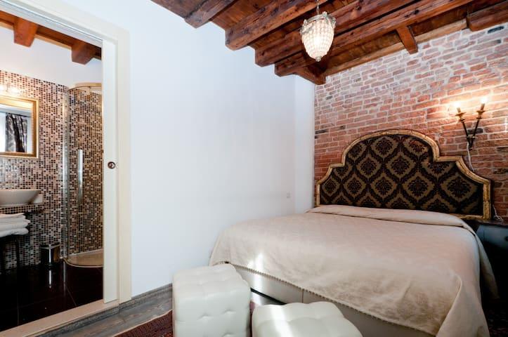 ROMANTIC RUBINO ROOM WHIT PRIVATE BATHROOM
