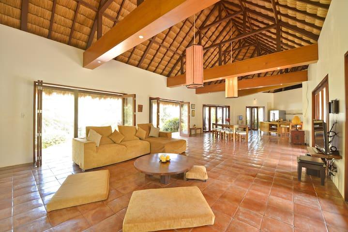 4-bedroom Spacious Villa in Diniwid, Boracay