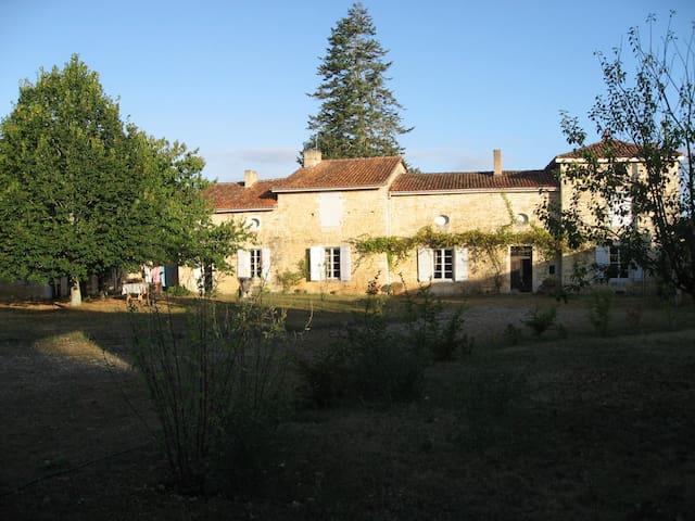 Lichères的民宿
