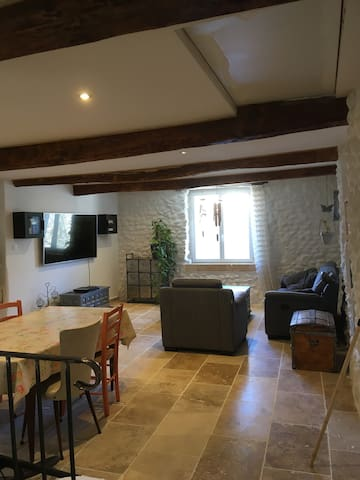 Montagnac-Montpezat的民宿