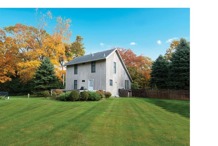 Cozy Meticulous Fall Retreat-1/2 mile to beach