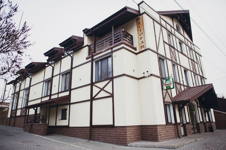 Zolochiv的民宿