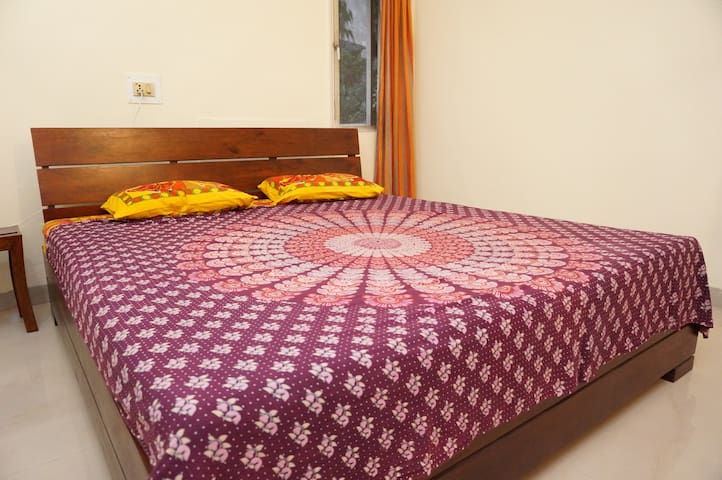 ★ Well located big room in a house