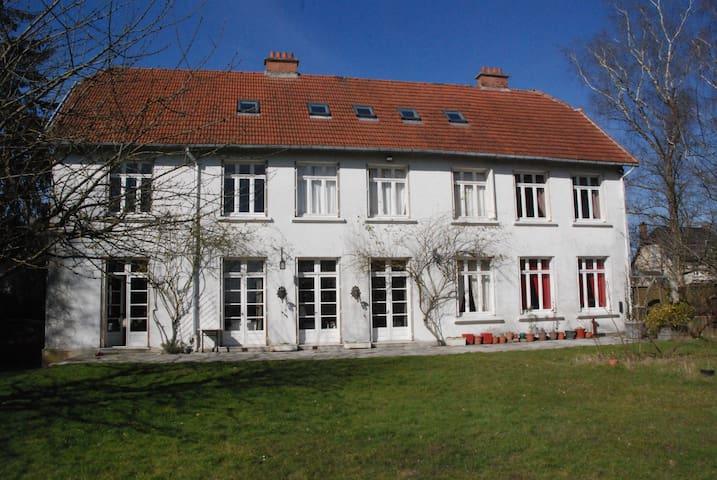 Coucy-le-Château-Auffrique的民宿