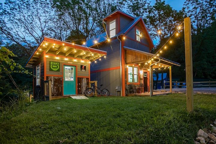 """Brevard Bike House"" Walking distance to downtown!"
