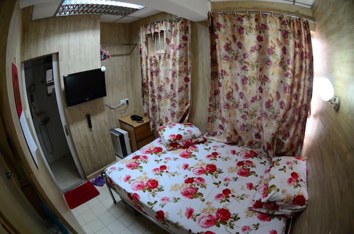 109 獨立衛生間 溫馨大床房 Double Bed Room With Washroom