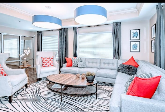 NEW-Crashpad, Laundryroom in-suite, Pool,Pets safe