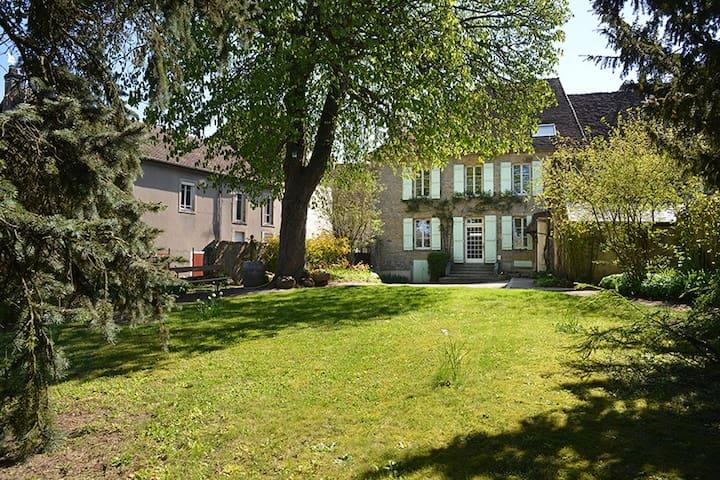 Arnay-le-Duc的民宿