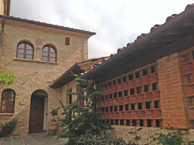 Città di Castello Piosina的民宿