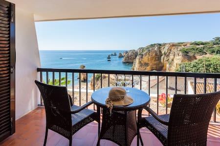 Spacious one-bedroom apartment-Amazing ocean views