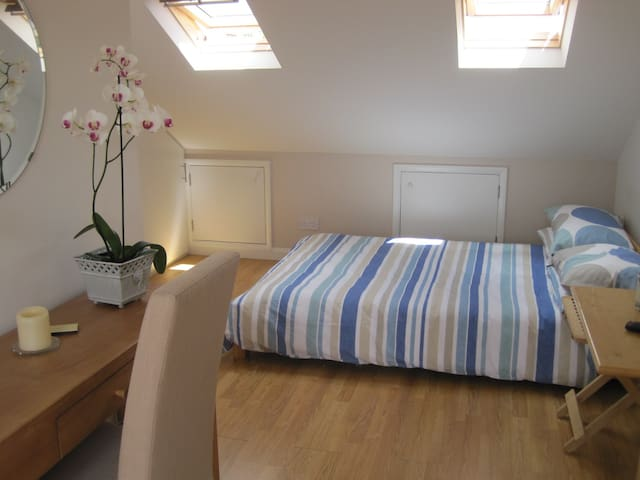Close to Hampton Court Palace and Central London