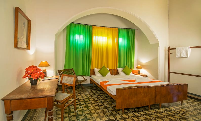 Heritage stay, Large private room with bathroom