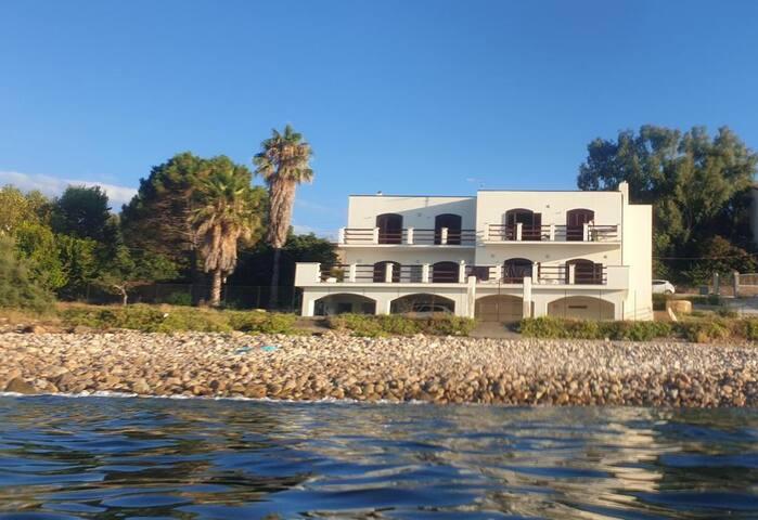 Marina di Caronia的民宿