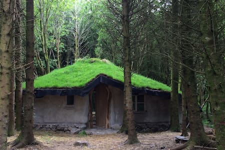 Beautiful Woodland Roundhouse/Fairy/Hobbit house