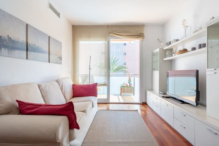 Palma harbour apartment with pool