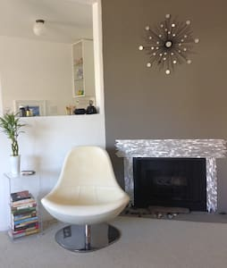 Chic One Bedroom in the Heart of LA