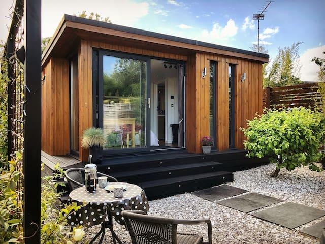 Lovely cabin on peaceful island