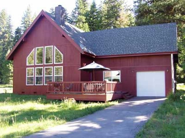 Big Red Cabin Near Strawberry
