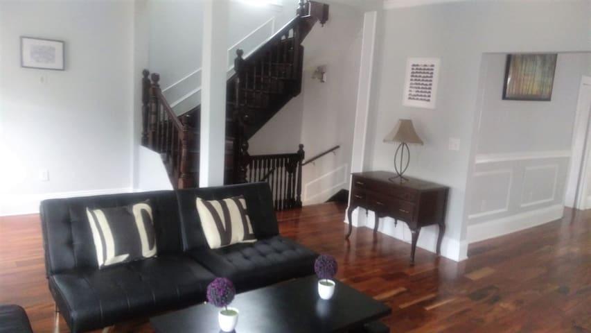 Beautiful 4 Bedroom Apartment in East Boston