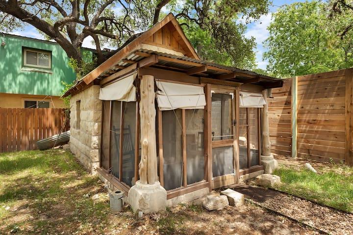 2 Blocks off SoCo Historic Cabin, Pets ok, kitchen