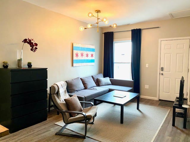 Hip and Trendy 2-BR in Wicker Park