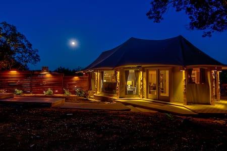 Ndotto, Resort Glamping @ FireSong Ranch