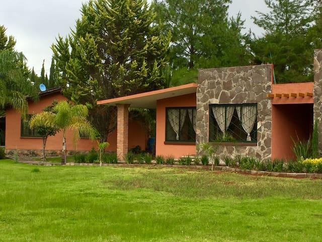 Camino Ojo de Agua de Pastores, Mich的民宿