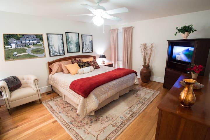 Golden Room - Loudoun Valley Manor