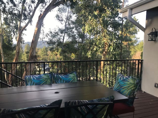 La Canada Home with a view for a quiet guest