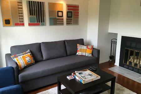 *Immaculate & modern downtown Pearl Street Condo*